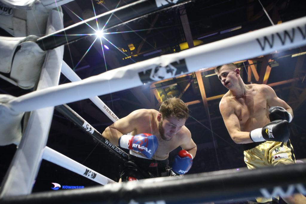 Rain Karlson võitis neljaraundilise poksireeglitega võitluse kohtunike otsusega.